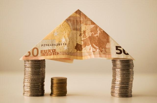 fungsi manajemen keuangan mengelola